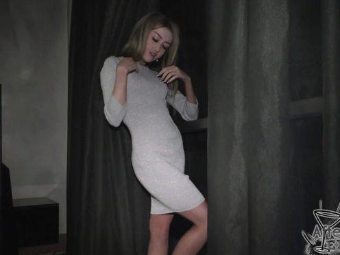 Домашнее порно от первого лица с горячей блондинкой делающей минет