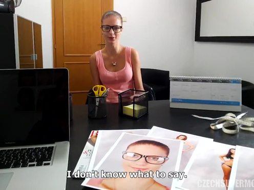 Чешской телочке кончили на пизду после секса на кастинге в модельное агентство