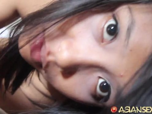 Мужчина кончил в пизду индонезийской девушки после жаркого траха с ней