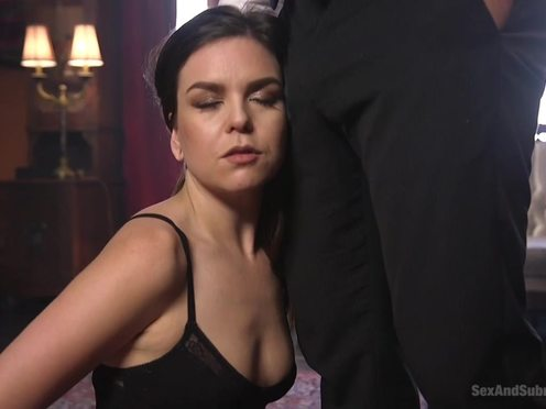 Сексуальное наказание секретарши в виде жесткого садомазо